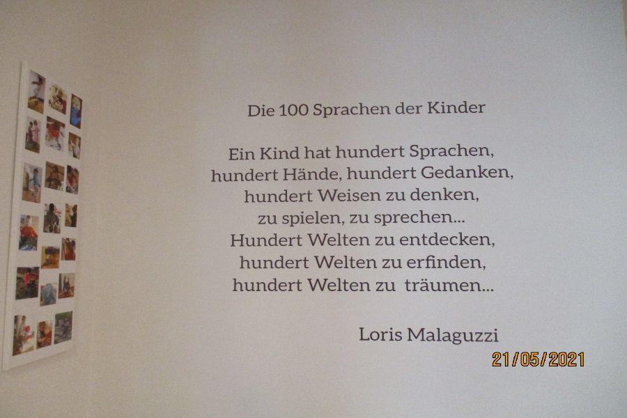 """Einblick in den Eingangsbereich - Zitat """"Die 100 Sprachen der Kinder"""""""