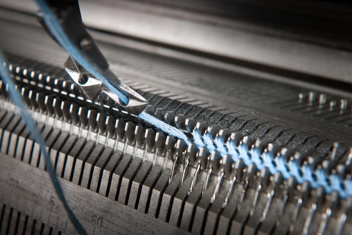Industriemagazin, Detailaufnahme einer Strickmaschine