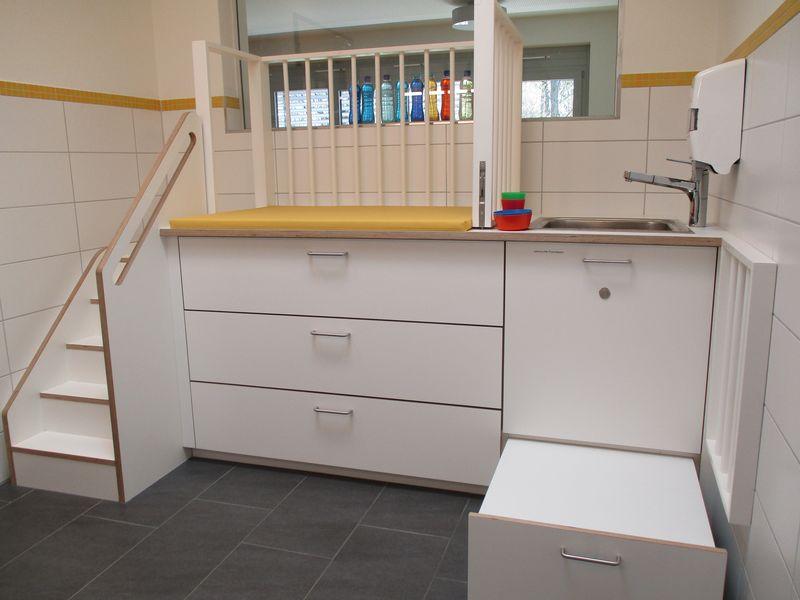 Städtisches Kinderhaus Aachener Straße - Sanitär- und Wickelraum der Krippe