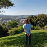 Das Foto zeigt die Studentin bei einem Ausflug ins benachbarte Metzingen