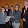 von links nach rechts: Janina Schmid, Eltern der Stipendiatin, Oberbürgermeisterin Barbara Schmid, Präsident Prof. Dr. Peter Niess
