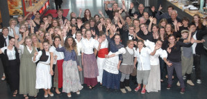 """Jubel bei der BZN-Musical-Crew über den Gewinn des Toto-Lotto-Preis Baden-Württemberg für """"Jekyll & Hyde"""