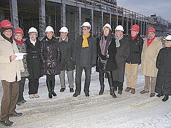 Es geht voran: Zum Auftakt der vorletzten Sitzung des Jahres hat sich der Gemeinderat ein Bild von den Fortschritten auf der Stadthallenbaustelle gemacht.