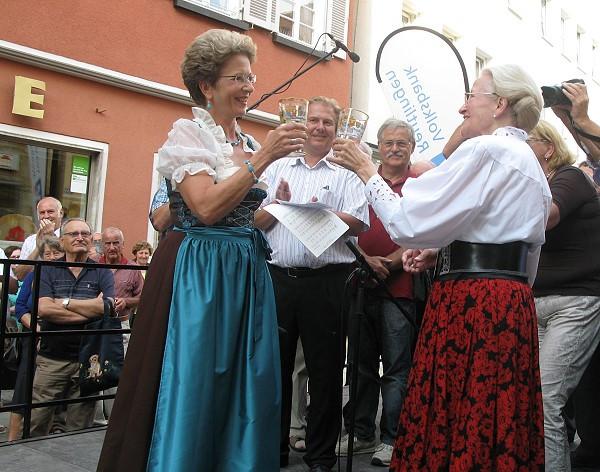 Oberbürgermeisterin Barbara Bosch und Margret Grimm eröffnen das Weindorf