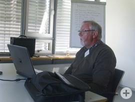 Das Bild zeigt unseren Computer-Experten Dieter Thielsch aus Reutlingen