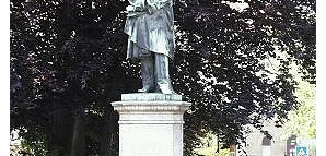 Friedrich-List-Denkmal: Friedrich List, geb. 1789 in Reutlingen, gest. 1846 in Kufstein; Nationalökonom, Eisenbahnpionier, Publizist, Vorkämpfer für die deutsche Zolleinheit. Das Denkmal von Gustav Kietz wurde 1863 enthüllt.