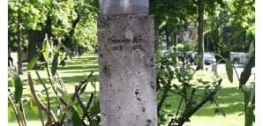 Hermann-Kurz-Denkmal:  Hermann Kurz, geb. 1813 in Reutlingen, gest. 1873 in Tübingen. Schriftsteller und 1848er-Redakteur. Die ursprüngliche, von seinem Sohn Erwin Kurz geschaffene Denkmalbüste wurde 1889 enthüllt; nach deren Einschmelzung 1943 Marmor-Nachbildung von Heinrich Krauss.