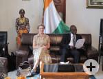 Oberbürgermeisterin Barbara Bosch und Bürgermeister Ibrahima Fanny beim Gespräch im Rathaus in Bouaké mit weiteren Beigeordneten und Vertretern des Gemeinderats