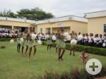 Schülerinnen des Collège Moderne Jeunes Filles bedanken sich  mit einer Tanzaufführung