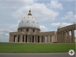 """Basilika """"Notre-Dame-de-la-Paix"""" in Yamoussoukrou"""