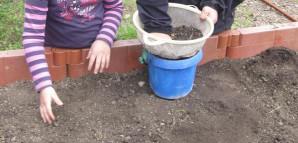 Kindergarten - Hochbeetvorbereitungen