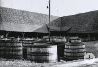 Bütten mit einem Fassungsvermögen von bis zu 3000 Liter standen noch bis in die 1930er hinein im Hof der Spitalkelter.