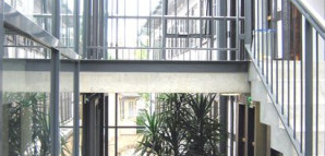Neubau_Treppenhaus_Blick_in_den_Hof