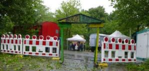 Das Stadttor von Burzelbach im Regen