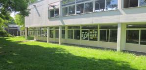 Blick auf das Rektoratsgebäude in Richtung Mensa