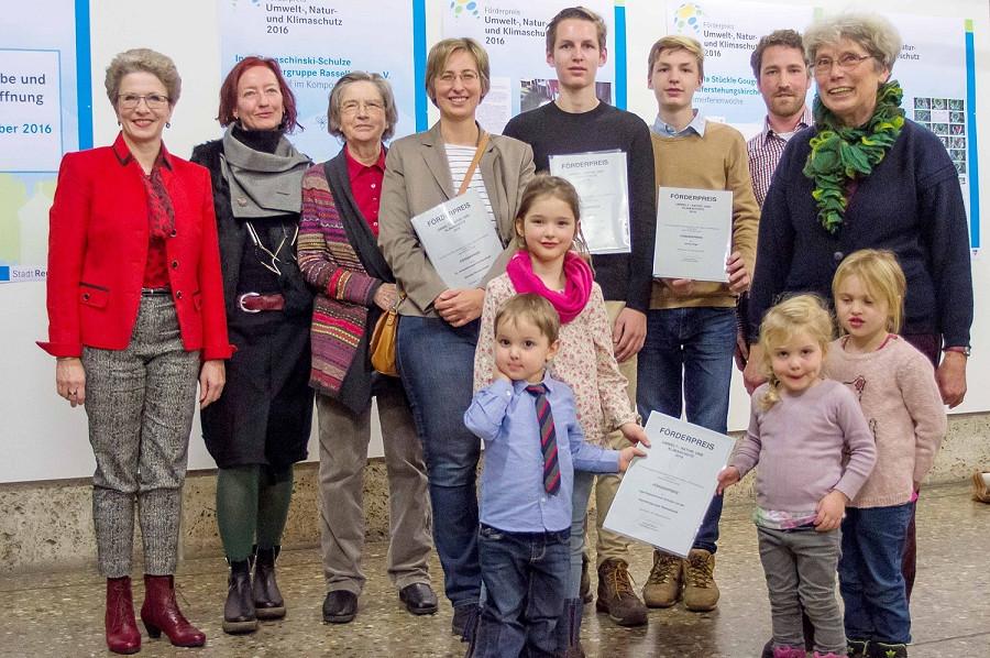 Oberbürgermeisterin Barbara Bosch und die Preisträger des Förderpreis 2016 - Foto: Simon Wagner