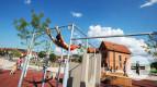 Sportliche Akrobatik im Parkour-Park
