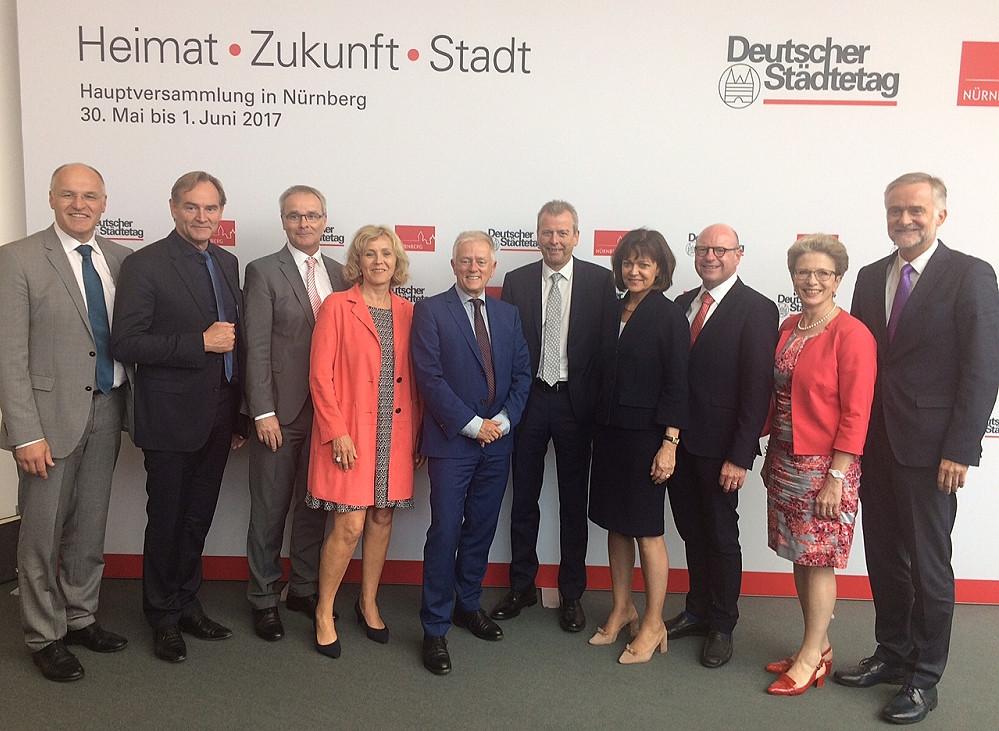 Oberbürgermeisterin Barbara Bosch (zweite von rechts) wurde bei der Hauptversammlung des Deutschen Städtetags zur ersten Stellvertreterin von Präsidentin Lohse gewählt
