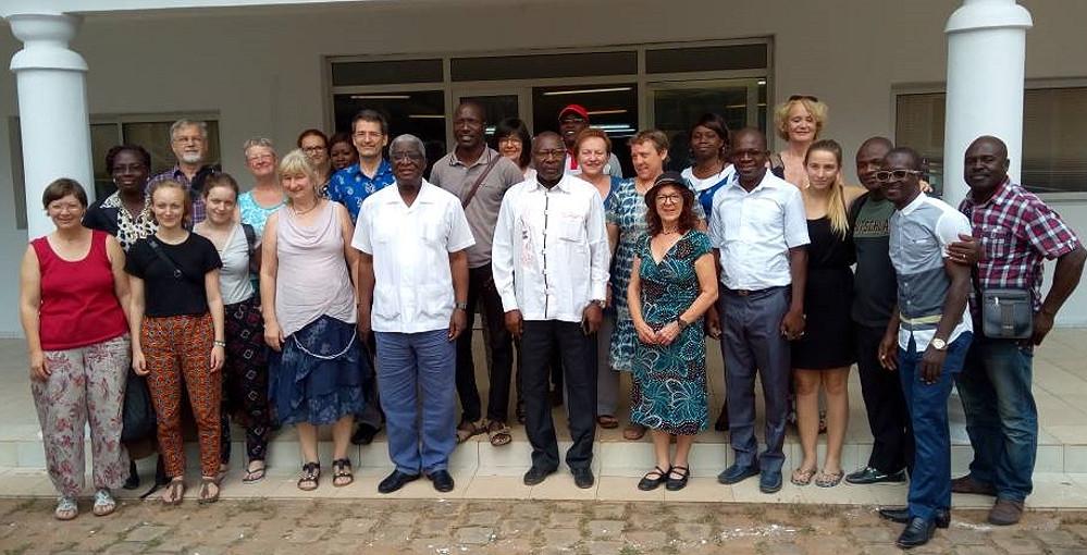 Die Reutlinger Gruppe vor dem Rathaus mit Bürgermeister Nicolas Djibo und Beigeordnetem Dr. Paul Dakuyo