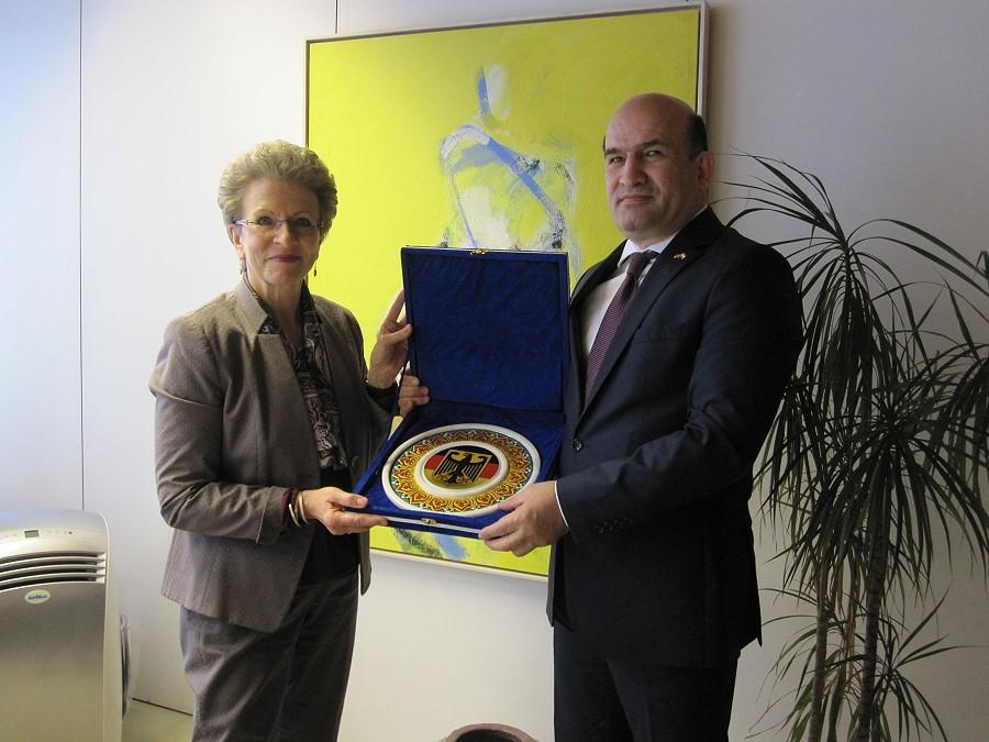 Oberbürgermeisterin Barbara Bosch und Maliksho Nematov