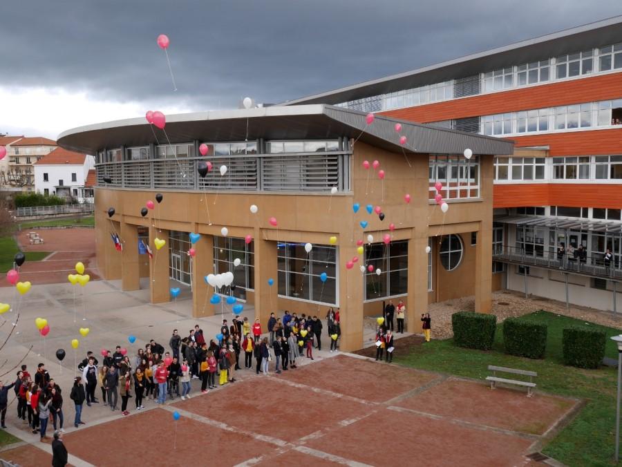 Freundschafts-Luftballons steigen gen Himmel