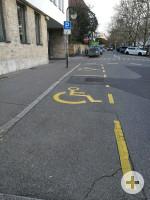2 Behindertenstellplätze auf dem Parkplatz Lederstraße