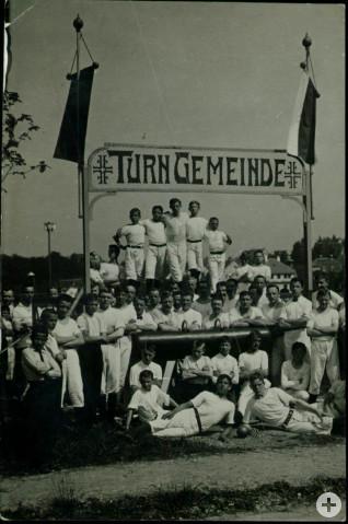 Die Turngemeinde konnte im Jahr 1848 bereits 103 ordentliche und 39 außerordentliche Mitglieder vorweisen. Hier die Einweihung des Turnplatzes im Jahr 1912.