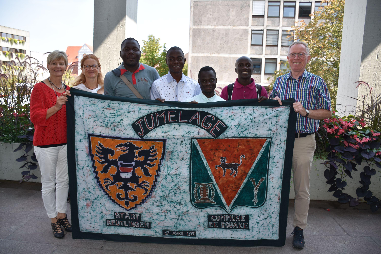 von links nach rechts: Margit Fausel von der Abteilung Städtepartnerschaften, Sibylle Hahn von der Diakonie Württemberg, Rauland, Aboubacar, Kanga, Agognan und Helmut Treutlein.