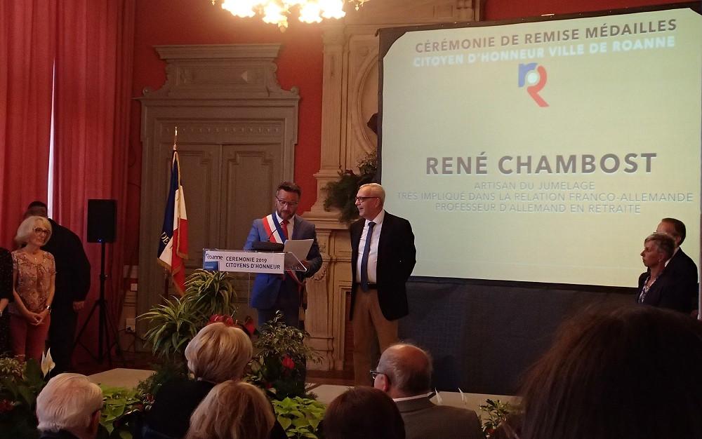 Bürgermeister Yves Nicolin ernennt René Chambost zum Ehrenbürger von Roanne