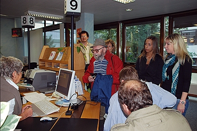 Auszubildende und Betreute des sozialpsychiatrischen Dienstes besuchen gemeinsam das Rathaus und informieren sich über die Arbeit im Bürgeramt