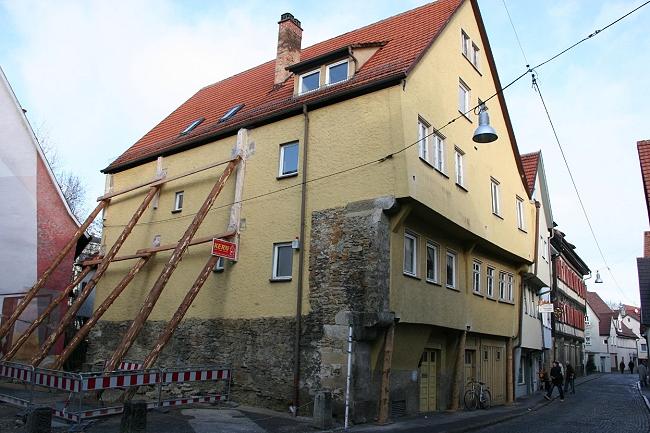 Oberamteistraße 32 mit Stützpfeiler