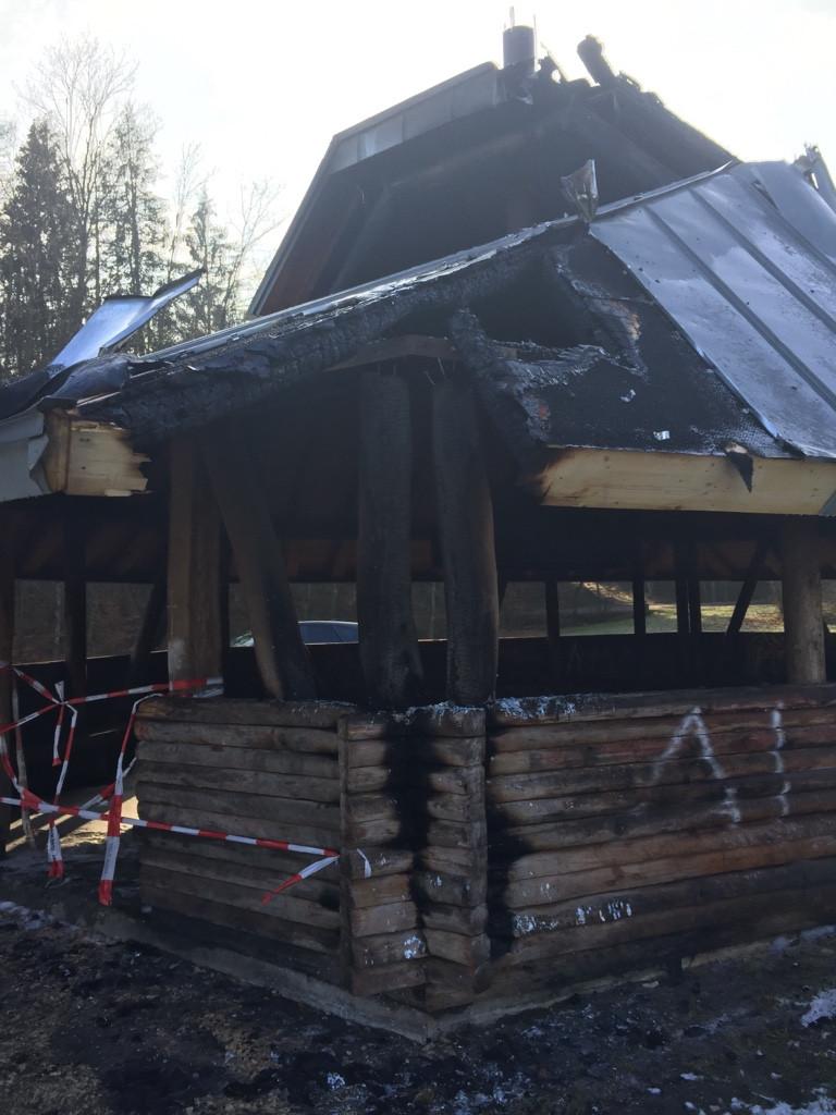 Die verbrannte Grillhütte auf der Jungviehweide