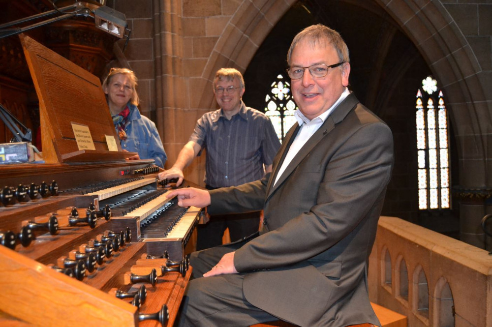 OB Keck an der Marienkirchen-Orgel
