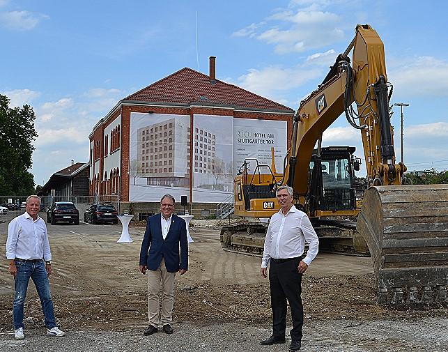 Baustart geglückt: Eberhard Riedmüller, Thomas Keck, Willi Schöller (von links)