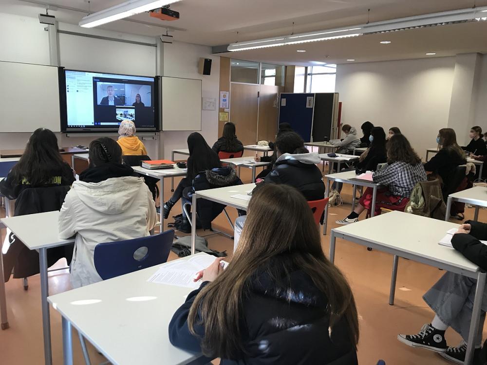 IKG-Schüler interviewen den britischen Parlamentsabgeordneten Madders