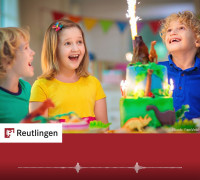 "Foto Kinder mit Vulkan aus Dinosauriern zum Radiospot ""Vulkan"""