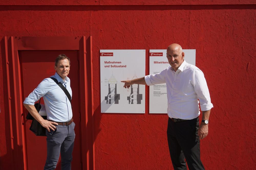Jörg Viehl (l.) und Markus Faltlhauser stellen die Baumaßnahmen am Tübinger Tor vor