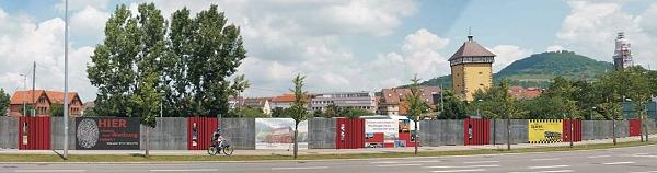Ein Bauzaun wird in Zukunft die Baustelle abschirmen und zugleich auch Teil des Werbe- und Öffentlichkeitskonzepts sein